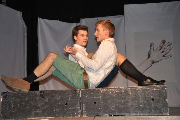 Theaterbilder: Erwachsen werden verboten – Ich will's aber wissen! - slide 1