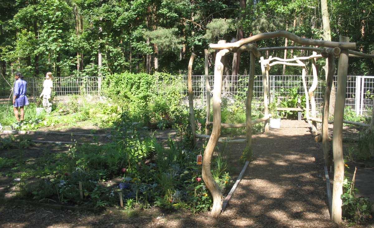 Schulgarten AG - slide 3