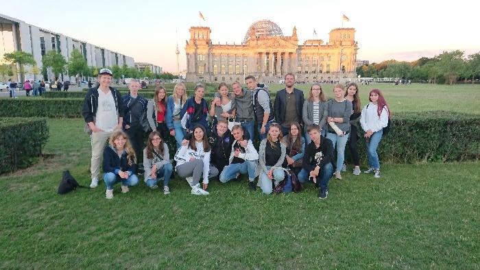 Exkursion: Videoinstallation des Bundestages am Reichstagsufer - slide 3