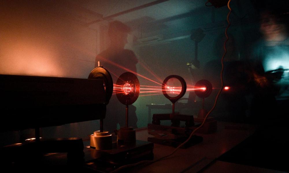 Nebulöse Astro-Laser-Show
